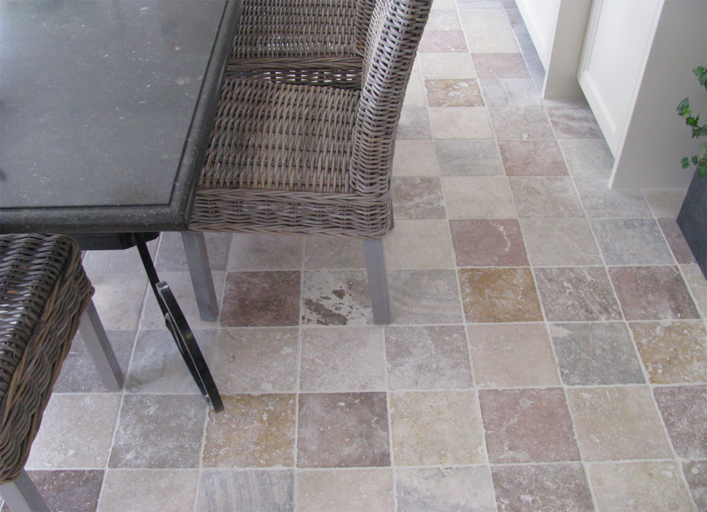 Carrelage travertin 20x20 en pierre naturelle pour v tre for Carrelage sol interieur 20x20