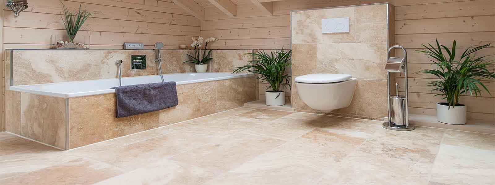 Carrelage travertin pour salle de bain en pierre naturelle for Carrelage pierre naturelle salle de bain