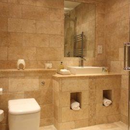 Carrelage travertin pour salle de bain en pierre naturelle