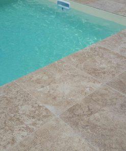 travertin antidérapant piscine