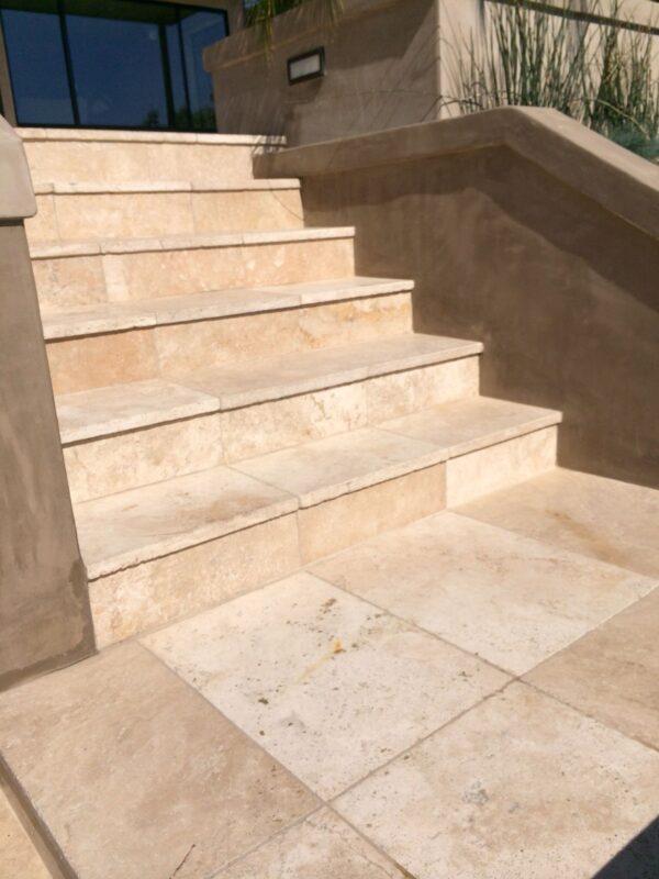 escalier en travertin